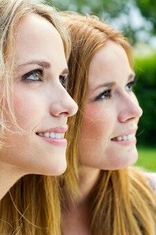 Rubia retrato alegria sonrisa chicas