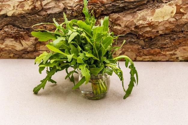 Rúcula de erva orgânica fresca