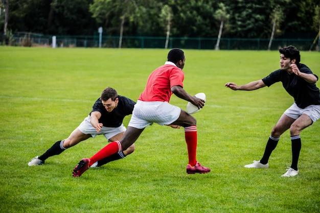 Rugby jogadores jogando um jogo