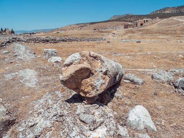 Ruína da cidade de hierápolis na turquia em pamukkale