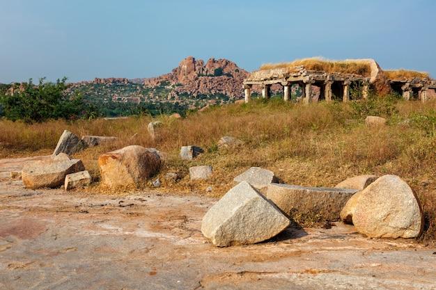 Ruínas antigas do bazar hampi sule hampi karnataka índia