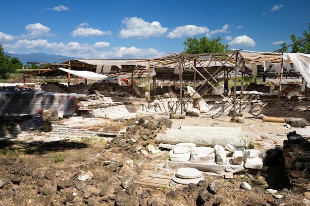 Ruínas antigas em dion, grécia.