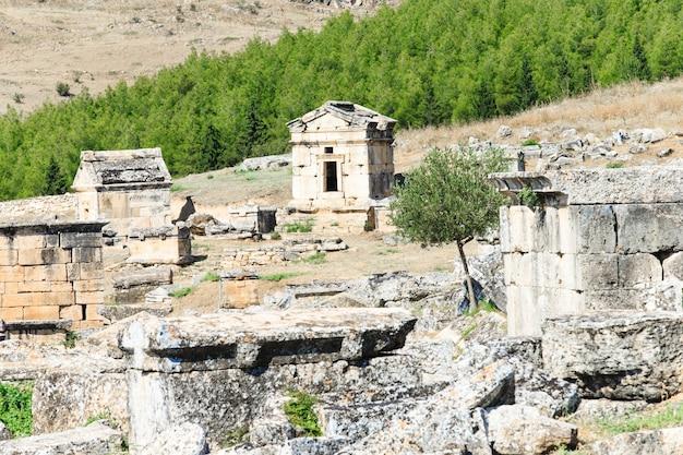Ruínas antigas em hierápolis, pamukkale, turquia