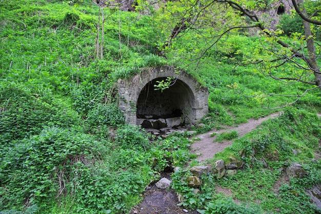 Ruínas antigas nas montanhas do cáucaso, armênia