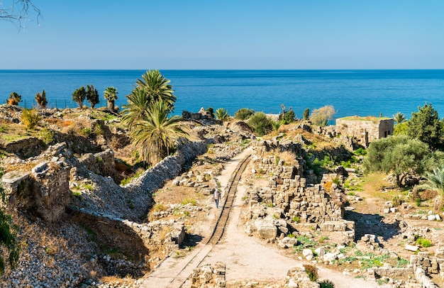 Ruínas antigas no castelo dos cruzados em biblos, no líbano