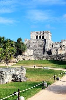 Ruínas arqueológicas famosas de tulum, méxico