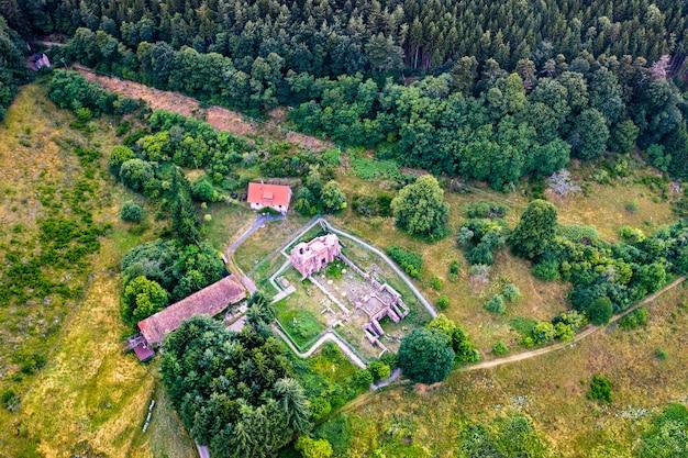 Ruínas da abadia de niedermunster nas montanhas de vosges - bas-rhin, frança