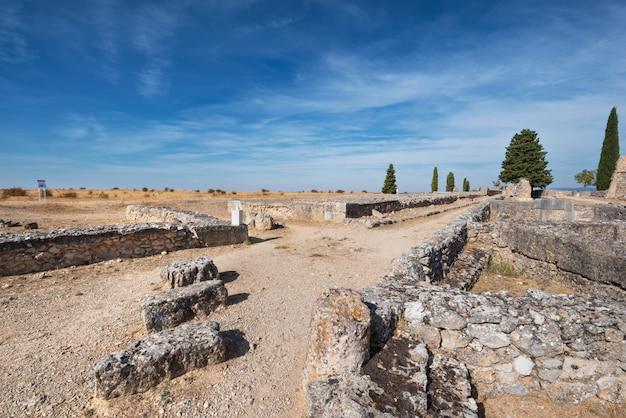 Ruínas da colônia romana antiga clunia sulpicia, em burgos, espanha.