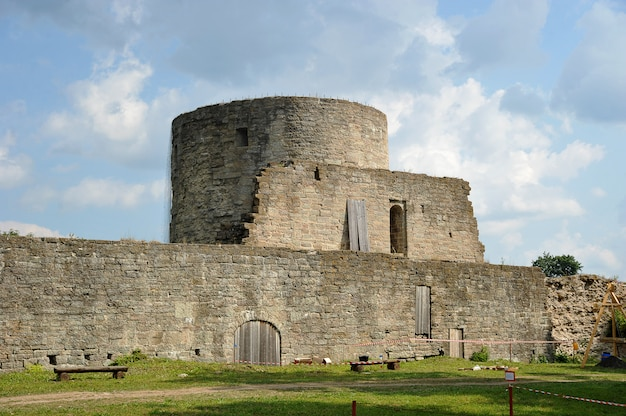 Ruínas da fortaleza medieval koporye