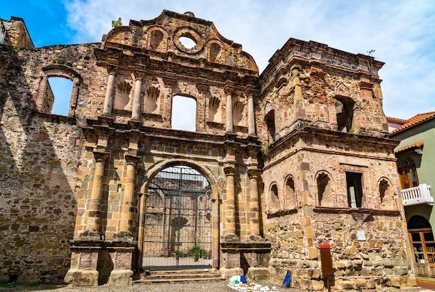 Ruínas da igreja da sociedade de jesus em casco viejo na cidade do panamá