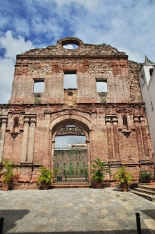 Ruínas da igreja em casco viejo na cidade do panamá