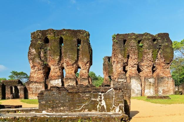 Ruínas de polonnaruwa do palácio do rei parakramabahu