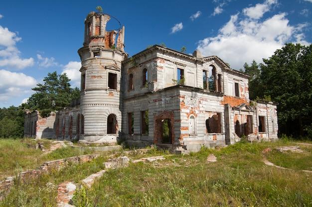 Ruínas de um antigo castelo tereshchenko grod em zhitomir, ucrânia