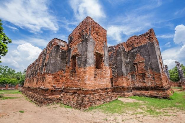 Ruínas de wat phra si sanphet no parque histórico de ayutthaya, tailândia