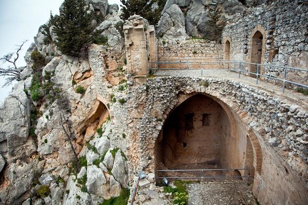 Ruínas do castelo de santo hilarion em chipre