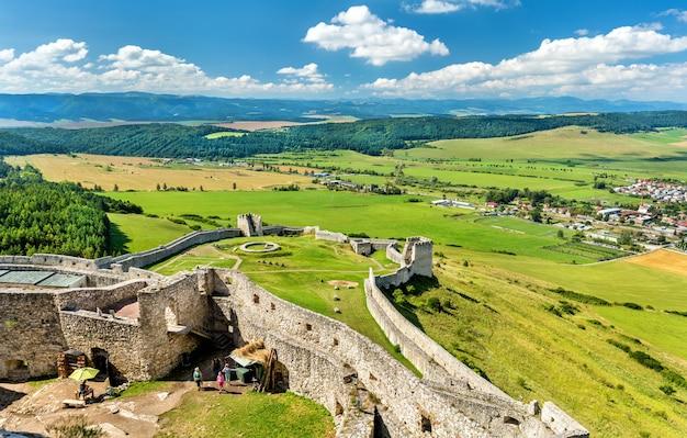 Ruínas do castelo de spis, um patrimônio mundial da unesco na eslováquia, europa central