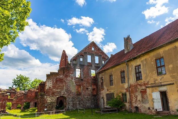 Ruínas do castelo insterburg em chernyakhovsk, rússia