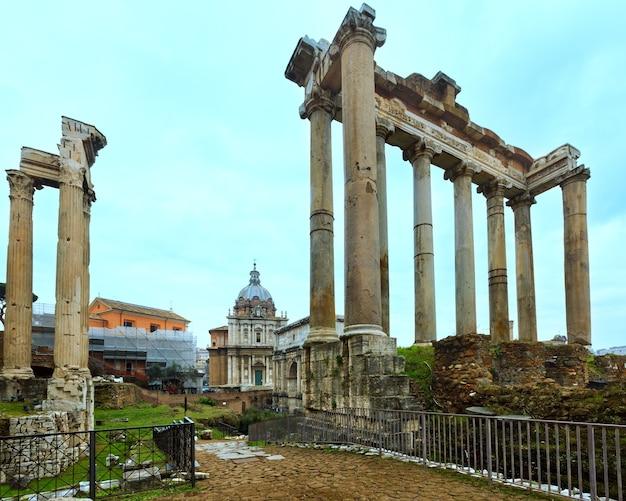 Ruínas do fórum romano em roma, itália.