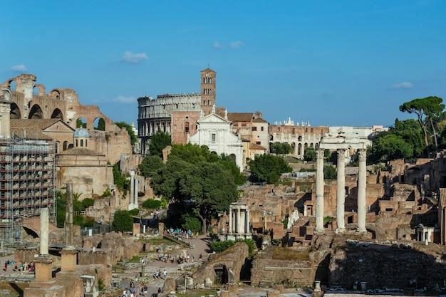 Ruínas do fórum romano na cidade de roma, itália.