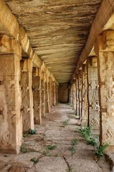 Ruínas do templo achyutaraya em hampi karnataka na índia