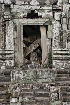 Ruínas do templo de phnom bok, siem reap, camboja