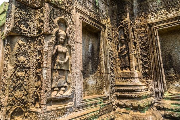 Ruínas do templo ta prohm em angkor wat em siem reap, camboja