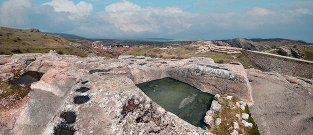 Ruínas e arquitetura de hattusa, capital da civilização hitita - corum, turquia