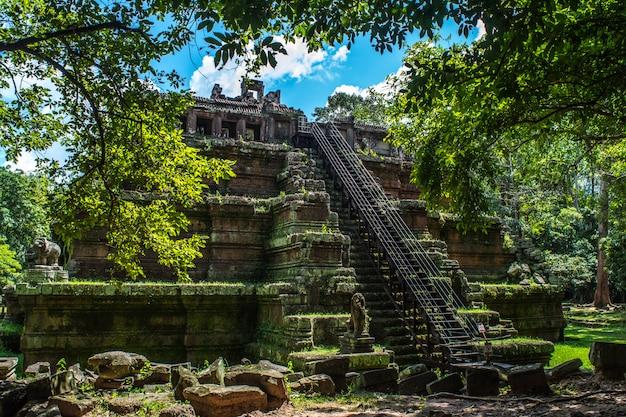 Ruínas misteriosas do antigo templo de phimeanakas
