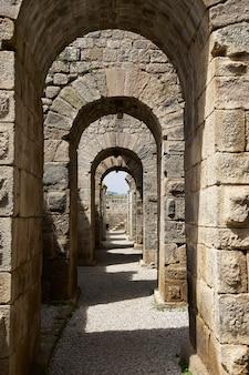 Ruínas na antiga cidade de pergamon, turquia