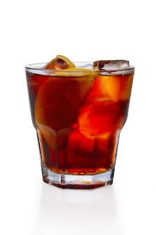 Rum e cola cocktail de gelo