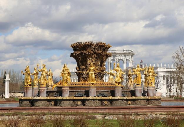 Rússia, moscou, ouro, fonte da amizade das pessoas