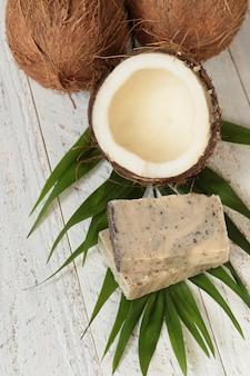 Sabão de coco. sabão com extrato de coco