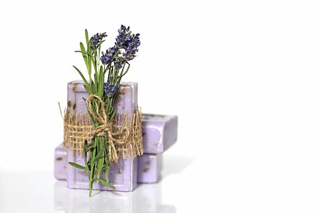 Sabão de lavanda. conjunto sabonete lilás com extrato de lavanda sabão de ervas naturais de aromaterapia pura e lavanda
