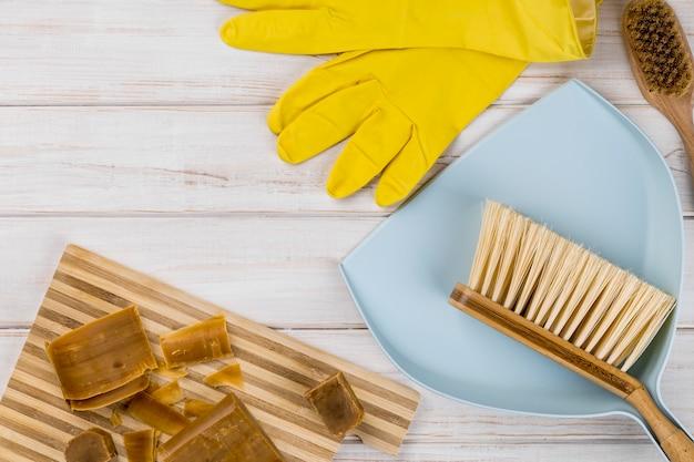 Sabão e produtos de limpeza ecológicos para casa