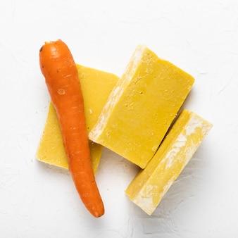 Sabão feito de cenoura natural no spa