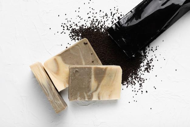 Sabão feito de grãos de café no spa