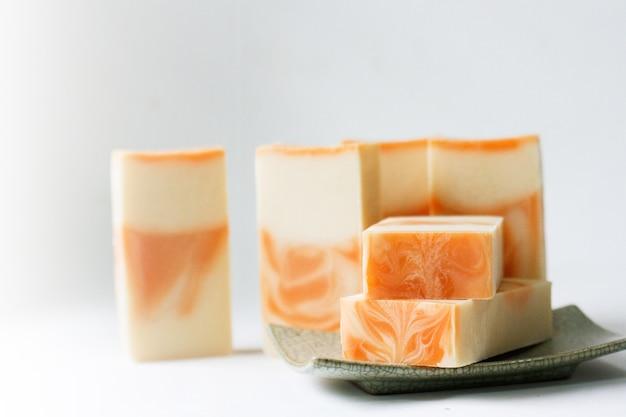 Sabonete de leite para ajudar a limpar e nutrir a pele. adequado para todos.