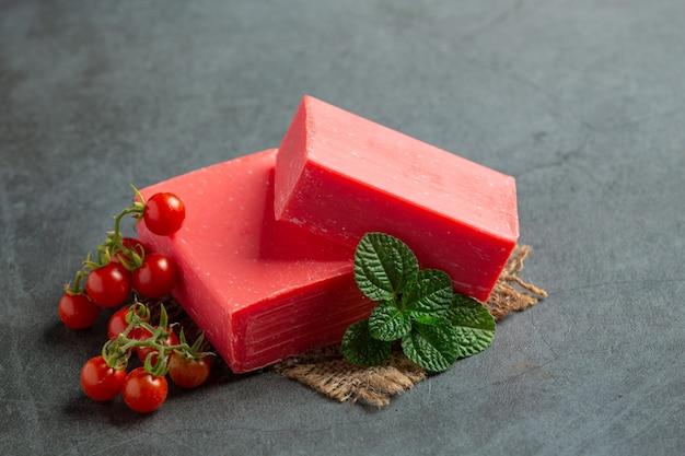 Sabonete de tomate para cuidados com a pele