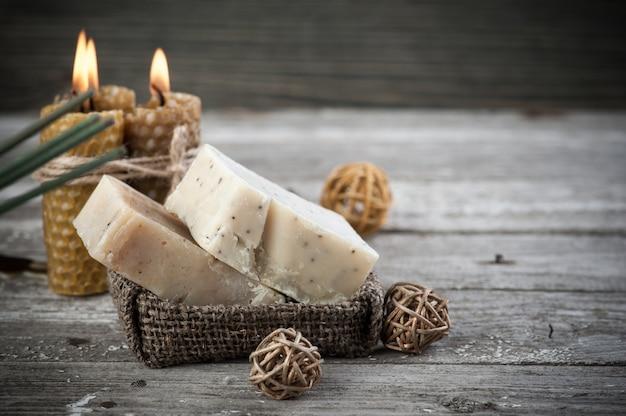 Sabonete natural de azeitona e velas de mel
