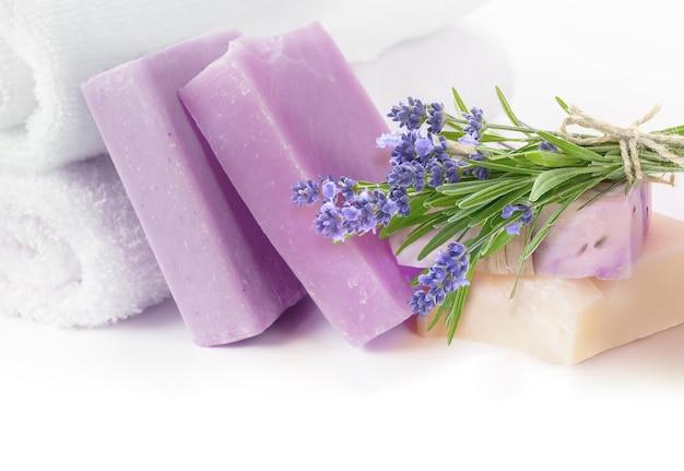 Sabonetes artesanais de lavanda