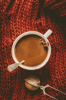 Saborosa bebida de chocolate quente em caneca
