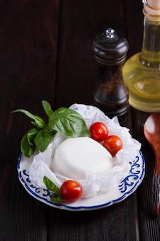 Saborosa mussarela e tomate cereja