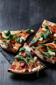 Saborosa pizza caseira tradicional, receita italiana