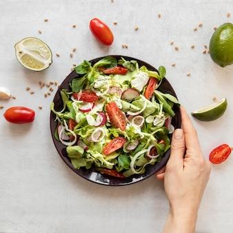 Saborosa salada com legumes