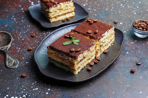 Saboroso bolo de tiramisu caseiro.