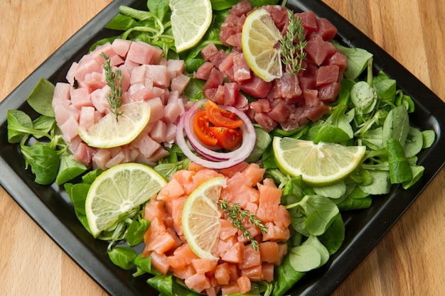 Saboroso jantar asiático de sashimi