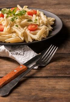 Saboroso macarrão com legumes