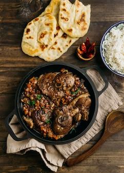 Saboroso prato paquistanês plano