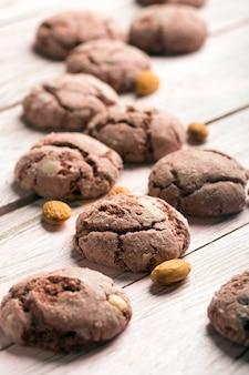 Saborosos biscoitos de chocolate assados