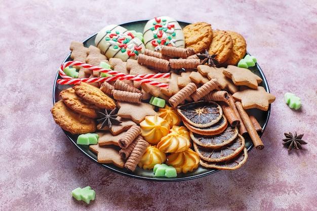 Saborosos biscoitos de natal caseiros.
